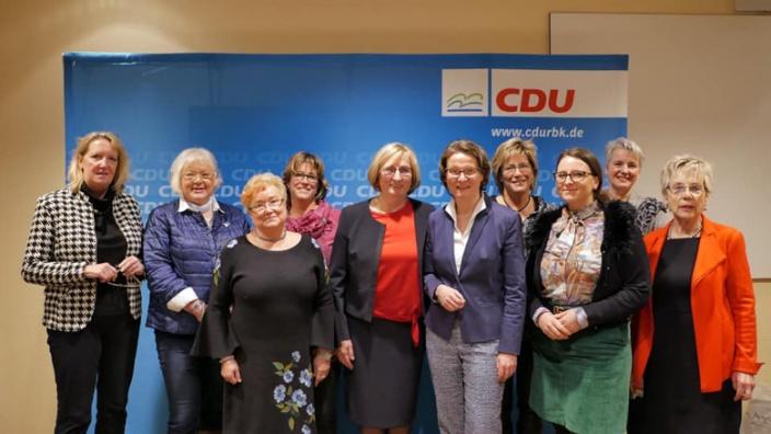 Der neugewählte FU-Kreisvorstand mit Ministerin Ina Scharrenbach