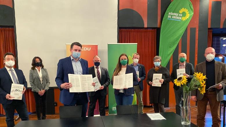 Spitzen von CDU und Grünen unterschreiben Koalitionsvertrag