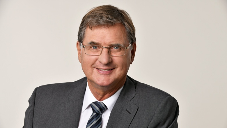 Dr. Bernhard Hausberg