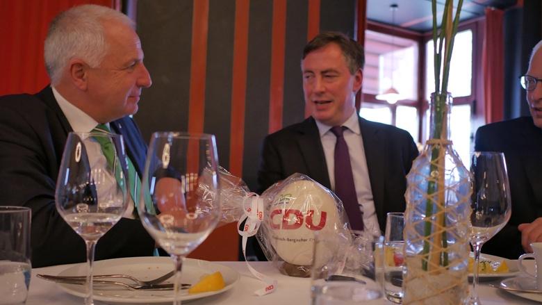 Rainer Deppe und David McAllister im Gespräch