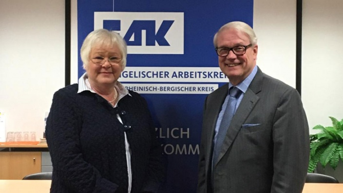 EAK-Vorsitzende Birgit Fort mit Karsten Möring MdB